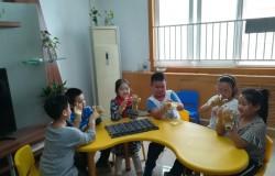 中秋佳节,吃的是月饼,传递的是亲情