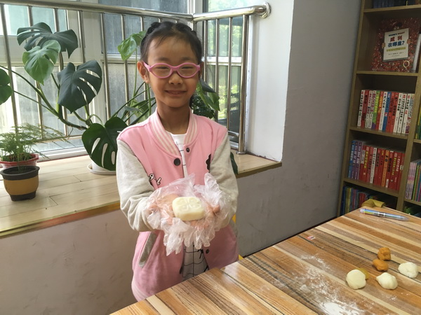 快乐迎中秋,巧手做月饼-余庆堂